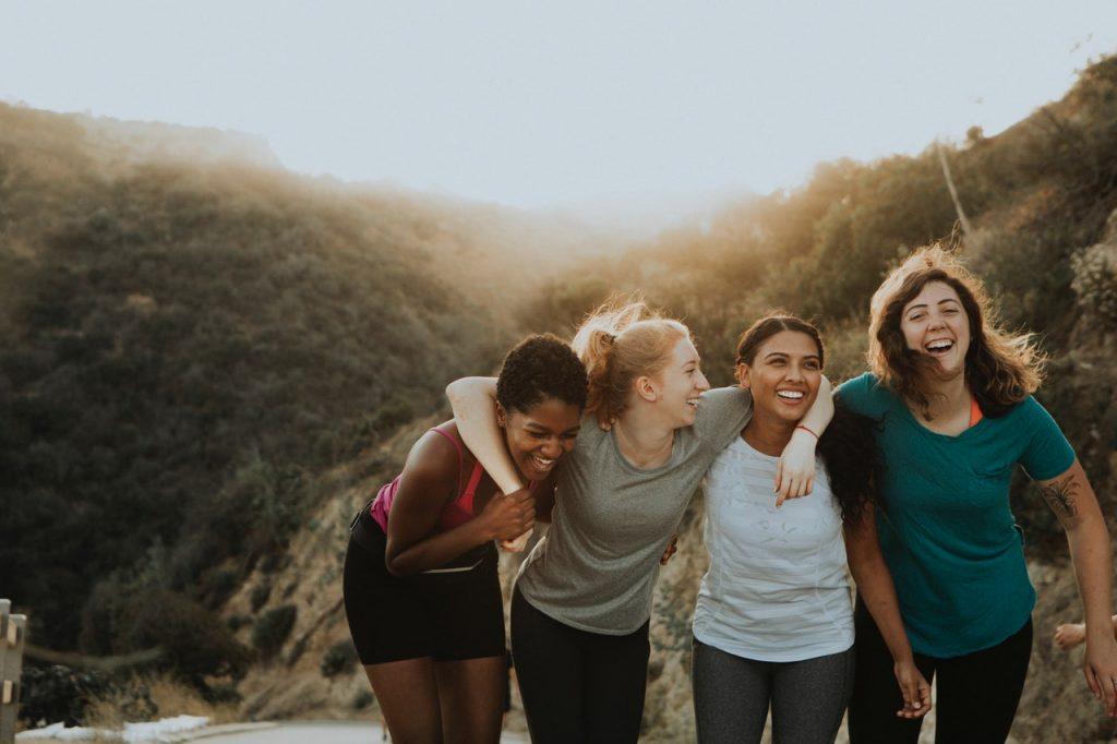 Fire jenter på tur